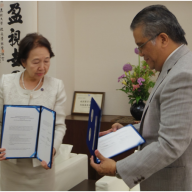 Dr. Noriko Mizuta, Chancellor of Josai University and PIJLC President Philip Sanvictores exchanged copies of the signed Agreement of Cooperation between PIJLC and Josai University.
