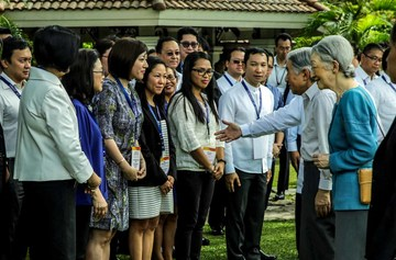 Japanese Emperor Akihito and Empress Michiko  meet  the representatives of the Philippine Federation of Japan Alumni (PHILFEJA), Thursday, January 28, 2016, at the ancient San Diego Garden, located along  the walls of Intramuros in Manila.(Photo by Benhur Arcayan/Malacañang Photo Bureau)